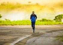 correttori posturali indossati da uomo che corre